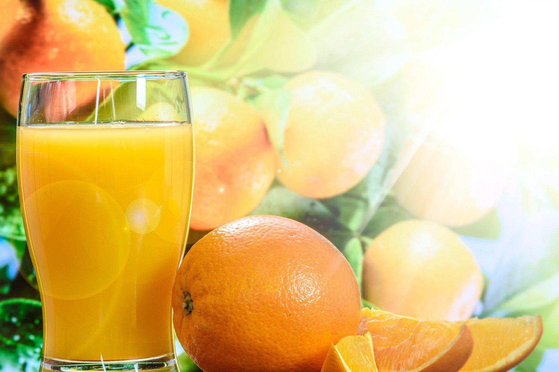 Zumo de naranja con apio